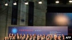 Общая фотография европейских лидеров на саммите 2007 года в Лиссабоне