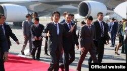 Премьер-министр Абэ прибыл в Таджикистан