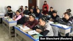Студенты на занятии в институте в Урумчи. 3 января 2019 года.