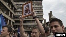 Podržavaoci Draže Mihailovića ispred Suda u Beogradu čekaju odluku o rehabilitaciji