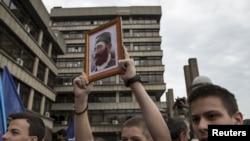 Podržavaoci četnika Draže Mihailovića ispred Palata pravde u Beogradu