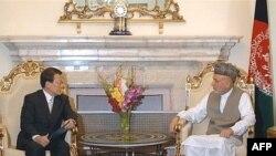 حامد کرزای، رییس جمهوری افغانستان در دیدار با نماینده ویژه دولت کره جنوبی