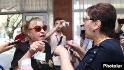 Լարված իրավիճակ Երեւանի ընտրատեղամասերից մեկում, 5-ը մայիսի, 2013