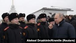Воспитанники Суворовского военного училища на встрече с президентом России Владимиром Путиным, Санкт-Петербург, 7 января 2019 года