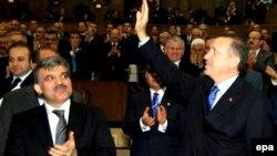رجب طیب اردوغان به همراه عبدالله گل نامزد انتخابات ریاست جمهوری از طرف خزب عدالت و توسعه