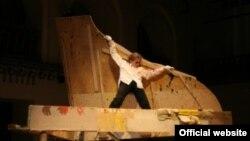 """Сцена из спектакля """"Шостакович"""" театра «Школа драматического искусства»"""