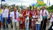 Делегация от города Славянск во время парада вышиванок в Киеве на День Независимости Украины, 24 августа 2013 года