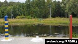 Памежны знак каля Весялоўкі
