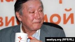 Артист балета Рамазан Бапов на онлайн-конференции в Алматинском бюро радио Азаттык. 28 марта 2012 года.