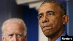 باراک اوباما، در جریان سخنرانی در کاخ سفید و در واکنش به حادثه تیراندازی چارلستون - به همراه جو بایدن، معاون رییس جمهوری آمریکا