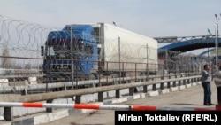 Грузовая машина на казахстанско-китайской границе. Иллюстративное фото.