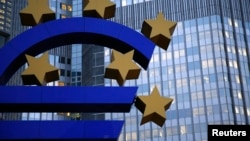 Впервые за последние шесть лет снизился и средний уровень государственного долга стран еврозоны