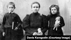 Stepan Karagodin's wife, Anna, with two of their children. Although illiterate, Anna Karagodina began the search to learn the truth about her husband's fate.
