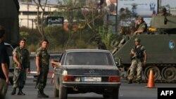 جنود من الجيش اللبناني في نقطة تفتيش