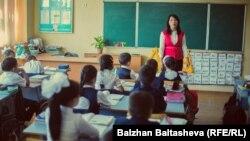 Урок в начальном классе средней школы. Иллюстративное фото.