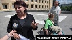 Родители детей с ограниченными возможностями намерены дождаться ответа от премьера Иванишвили, которому они направили сегодня свое заявление
