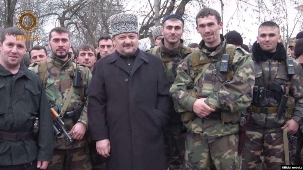 Ахмат Кадыров с бойцами, перешедшими на сторону России в войне с Ичкерией