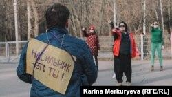 """Танцевальный флешмоб """"Насильник – это ты"""". Фото: Карина Меркурьева"""