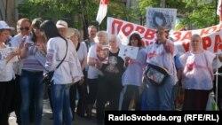 Прихильники Юлії Тимошенко зібралися біля лікарні в Харкові