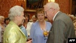 Елизавета II на приеме по случаю своего юбилея в Букингемском дворце