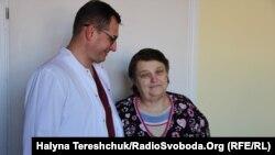 Лікар Олег Дуда і його пацієнтка