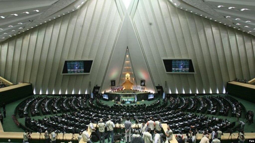 İran parlamentinin komissiyası ABŞ sanksiyalarına qarşı qanun layihəsini qəbul edib