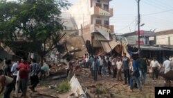 На месте взрывов в индийском городе Петлавад (12 сентября 2015 года)