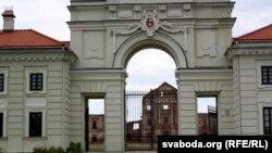 Брама Ружанскага палаца