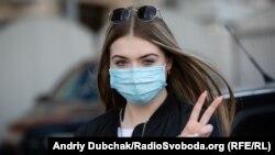 Djevojka sa maskom