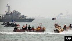 Құтқарушылар кеме суға батқан аймақта жүр. Оңтүстік Корея, 22 сәуір 2014 жыл.