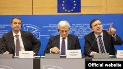 (çepden-saga): Ispaniýanyň premýer-ministri hökmünde ÝB-niň Ministrler geňeşiniň prezidenti Žoze Mariýa Zapatero, Ýewropa Parlamentiniň prezidenti Jerzy Buzek, Ýewropa Komissiýasynyň prezidenti Žoze Manuel Barroso, 20-nji ýanwar, 2010-njy ýyl, Brýussel.