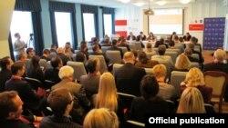 Удзельнікі «Кастрычніцкага эканамічнага форуму» у 2014 годзе ў Менску