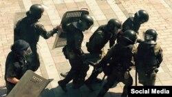 Нацгвардия прикрывает здание Верховной Рады - фото FB Антона Геращенко