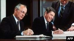میخایل گورباچوف با رئیس جمهور اسبق امریکا رونالد ریگن