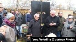 У могилы Дмитрия Холодова