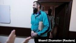 Один із українських військовополонених моряків Андрій Оприско в московському суді, 17 липня 2019 року