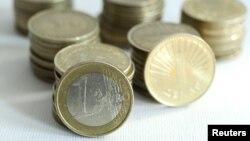 Директорот на Тутунска банка Ѓорѓи Јанчевски вели дека денарот во моментов е најсигурен и носи највисока камата.