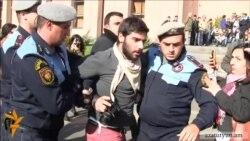 Активисты, пытавшиеся войти в здание мэрии, подвергнуты приводу в полицию