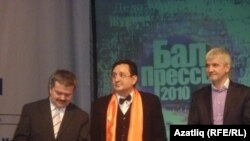 """Илдар Габдрафыйков (с), Роберт Заһреев, Рамил Бигнов (у) """"Матбугат балы"""" чарасында"""