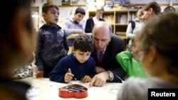 Hessen német tartomány kereszténydemokrata szociális minisztere szír menekült gyerekekkel