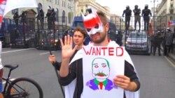 Persoane neidentificate bat protestatari la Minsk