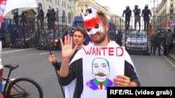 Участник одной из акций протеста в Минске