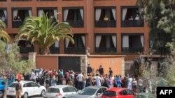 Туристите в хотелския комплекс в Тенерифе, сред които е и тричленно българско семейство, са принудени да останат в стаите си