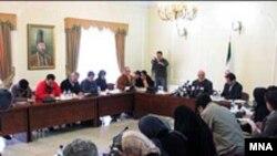 نشست خبری معاون وزبر خارجه درباره چگونگی برگزاری همایش بين المللی « بررسی هولوکاست: چشم انداز جهانی» که قرار است روز دوشنبه در تهران برگزار شود