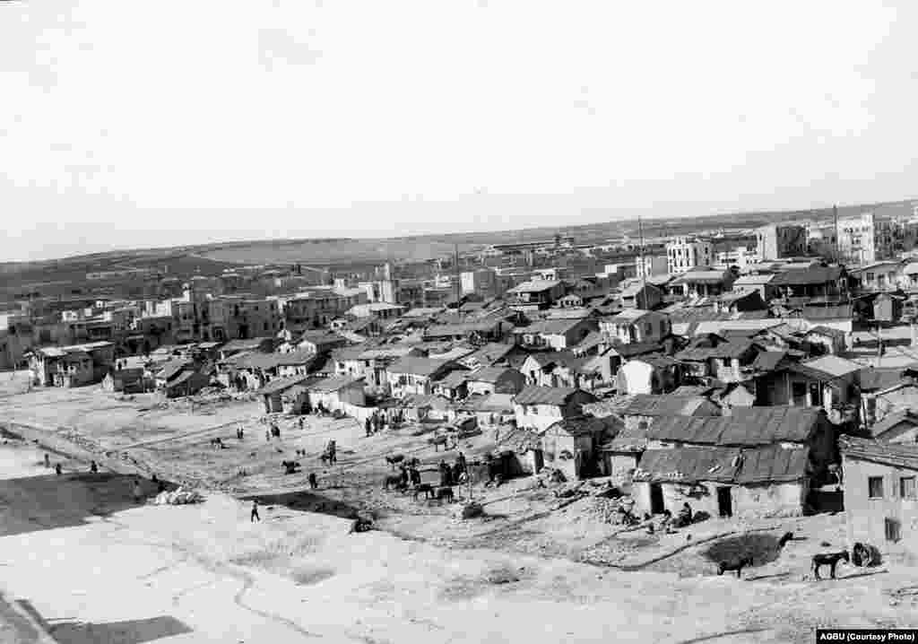 The northern districts of Aleppo in 1936. Refugees' shacks appear in the foreground with newly built urban housing in the background.