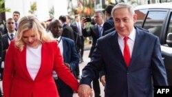 بنیامین نتانیاهو، نخست وزیر اسرائیل و همسرش در سفر به اوگاندا