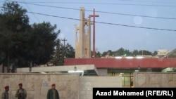 """حراس أمن عند مدخل كنيسة """"مار يوسف"""" في السليمانية"""