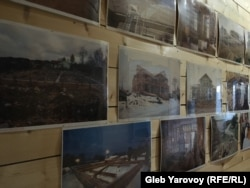 История строительства Дома карельского языка на его стенах