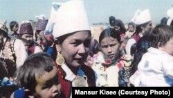 Живущие в Иране казахи во время торжеств. 1978 год.