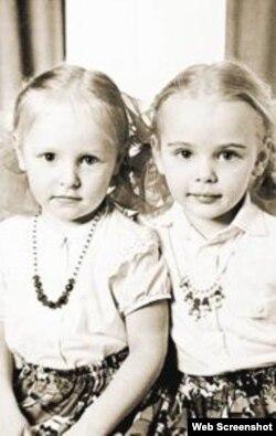 Дочки Путіна: Катерина і Марія в дитинстві. Марія народилася у 1985 році, а Катерина – 1986-го